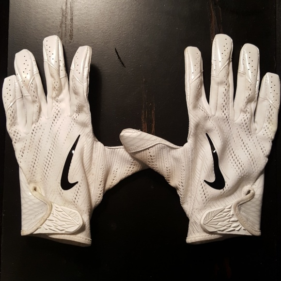 Nike Vapor Knit Football Gloves. M 5a98d8d55512fdbb5fb71012 d31354d4cfbc